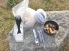 Müsli, mit Trockenfrüchten und Milch aus Milchpulver zum Frühstück