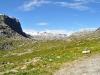 ein strahlendblauer Himmel über den Bergen