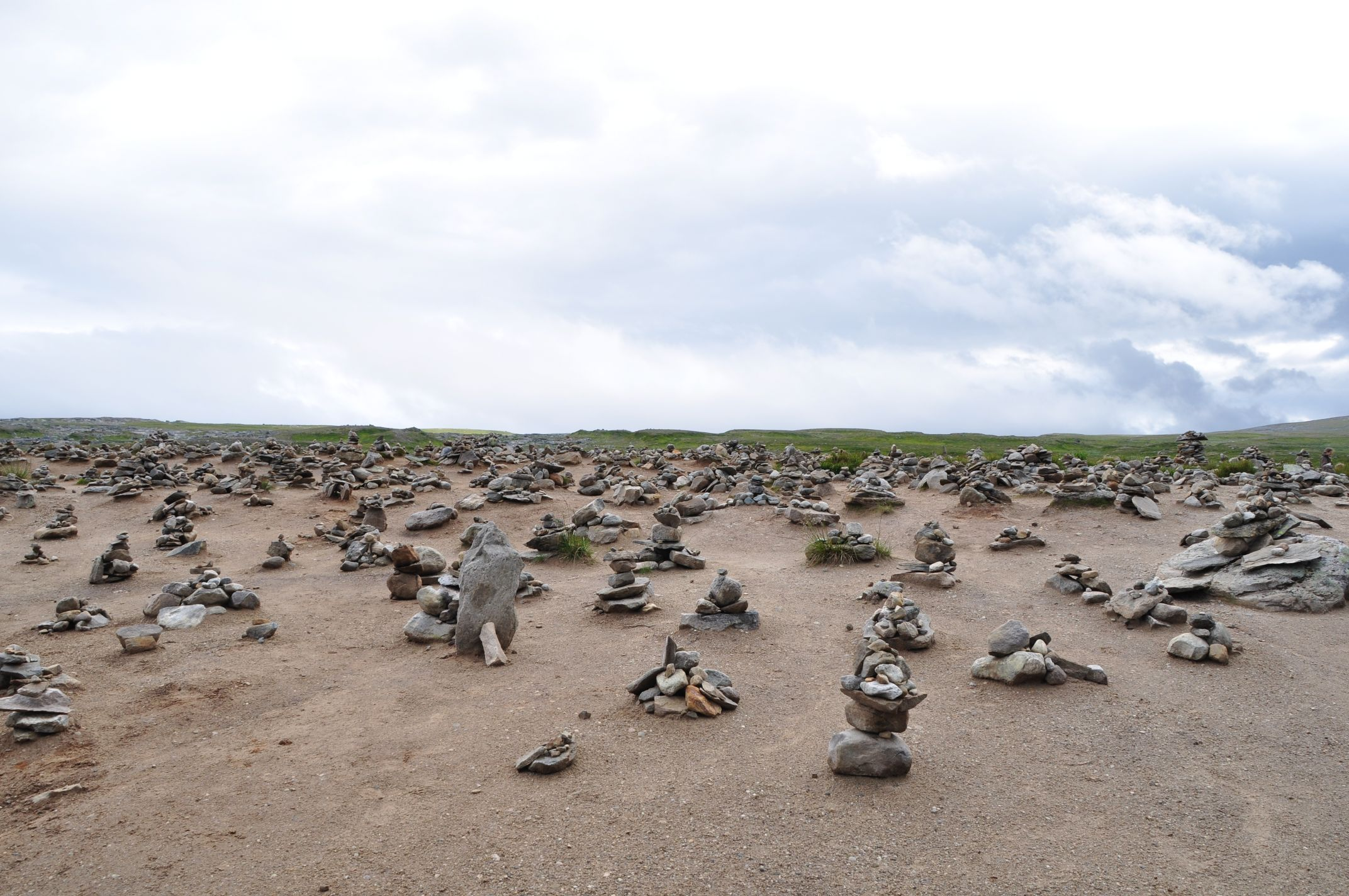 hunderte Steinmännchen