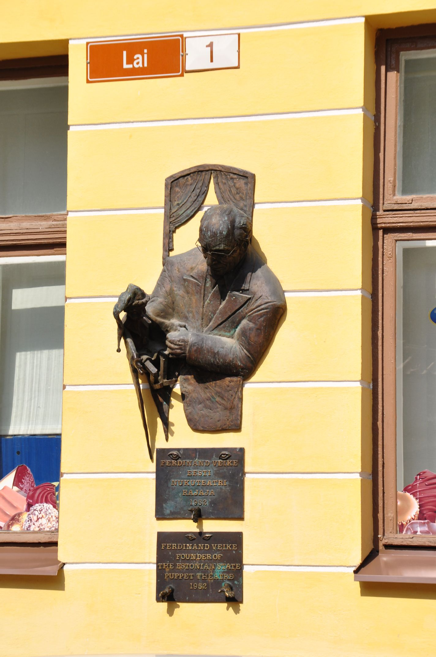 an einer Hauswand in Tallinn